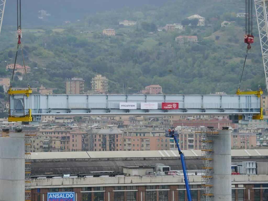 V Janově položili první část mostovky na místě zříceného viaduktu
