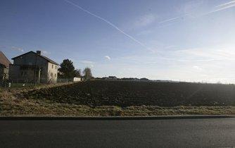 Plánovaná trať na polích v Benicích vítězí nad developmentem.