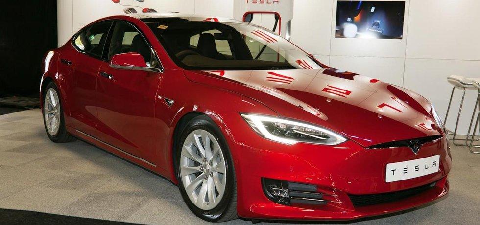 Automobil Tesla Model S na výstavě v Londýně