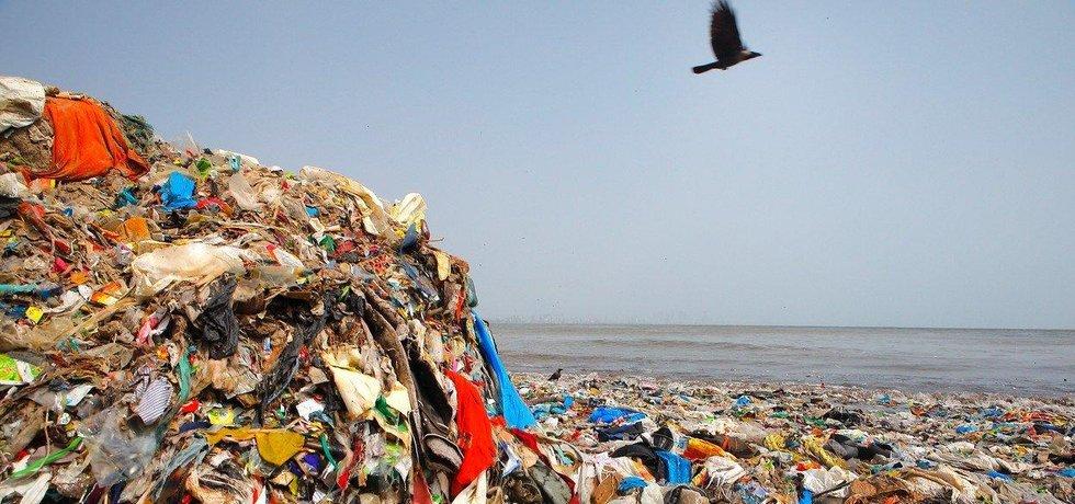 Vyplavené plasty, ilustrační foto