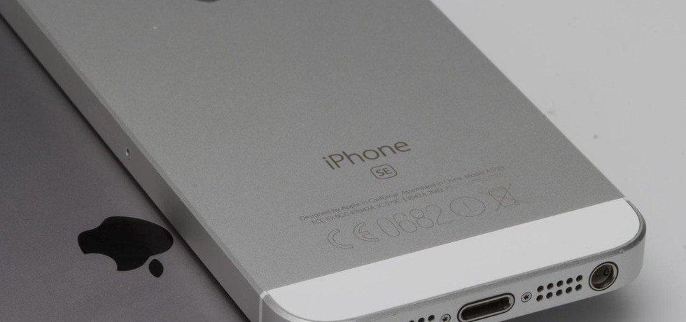 Apple zpomaluje starší iPhony