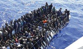 Člun s migranty, ilustrační foto