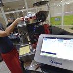 Jitka Kovarovičová z kavárny Cafe Shopping v Břeclavi začala od 1. prosince používat přístroj pro elektronickou evidenci tržeb (EET). Kvůli tomu také od dnešního dne zdražila sortiment.