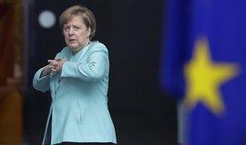 Merkelová vyzvala Erdogana k zastavení intervence v Sýrii, USA stahují vojáky