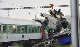 Při nehodě ve Studénce v srpnu 2008 se na vlak zřítila špatně zajištěná mostní konstrukce. Viníci nebyli dodnes potrestáni