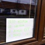 Nápis na hospodě v Novém Přerově na Břeclavsku, kterou se provozovatelka Božena Navrátilova rozhodla kvůli EET uzavřít.