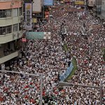Už v neděli vyrazilo podle organizátorů demonstrací do ulic Hongkongu přes milion lidí