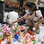 Snímek z happeningu protestujících v obchodním centru