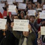Česko není Zeman, zněl jeden ze vzkazů účastníků demonstrace