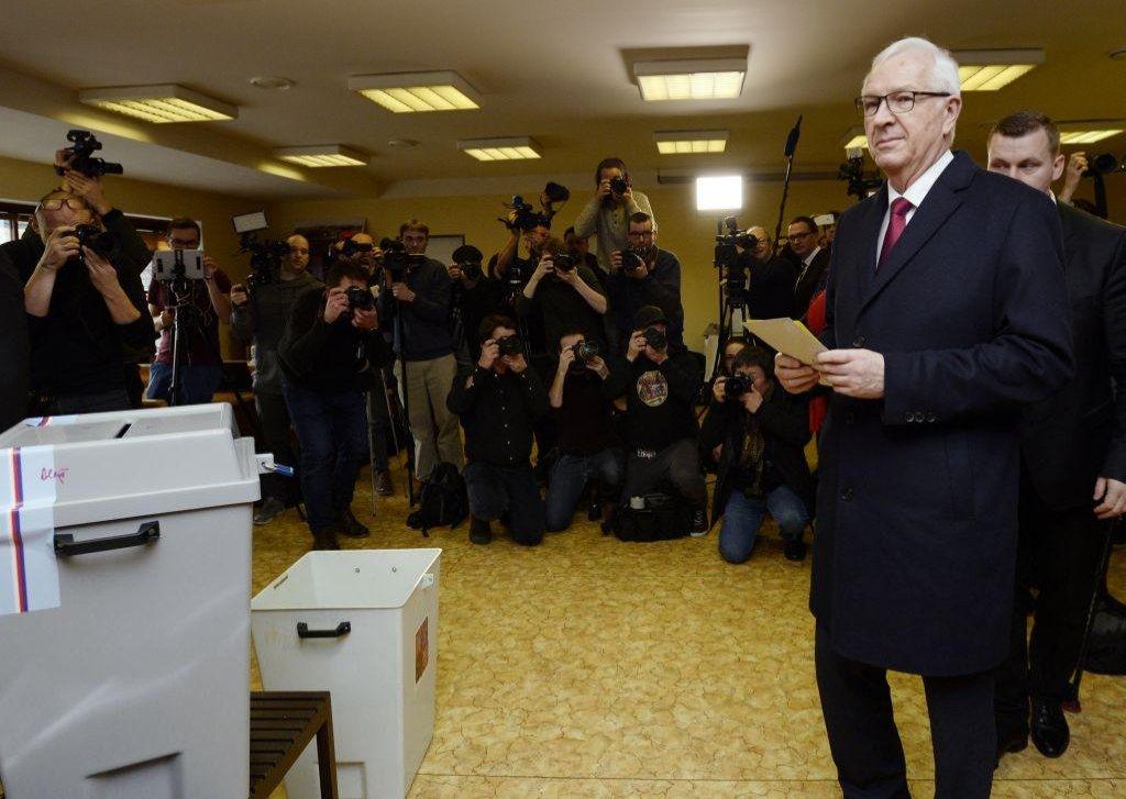 Jiří Drahoš ve volební místnosti