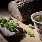 """Evropské komisi se nelíbí, že název """"pomazánkové máslo"""" Česko používá pro výrobek, který vlastnosti másla nemá."""