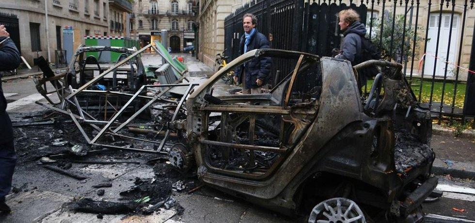 Kvůli brutálním protestům ve Francii možná bude vyhlášen výjimečný stav