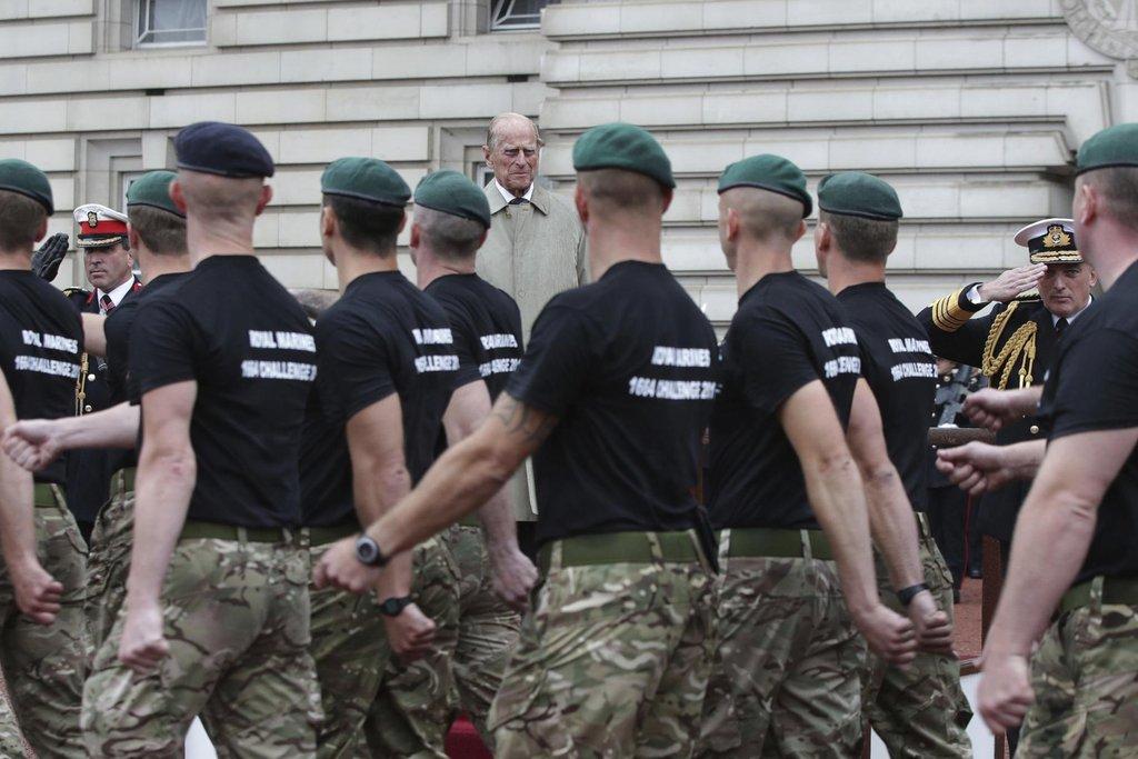 Manžel britské královny Alžběty II. se zúčastnil přehlídky námořní pěchoty před Buckinghamským palácem.