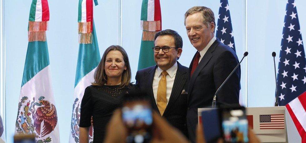 Americký obchodní zmocněnec Robert Lighthizer a kanadská ministryně zahraničí Chrystia Freelandová a mexický ministr hospodářství Ildefonso Guajardo, ilustrační foto