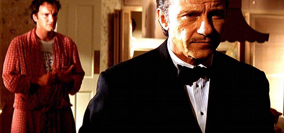 Wolf vytáhne z maléru. Harvey Keitel (vpravo) vstupuje ve filmu Pulp Fiction na scénu, aby řešil problémy. Krizoví manažeři řeší ve firmách trochu jiné potíže, ale také jsou nepostradatelní