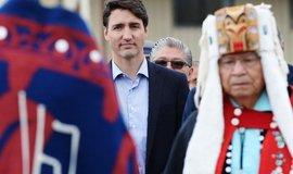 Kanadský premiér Justin Trudeau se zástupci kanadských indiánů, ilustrační foto