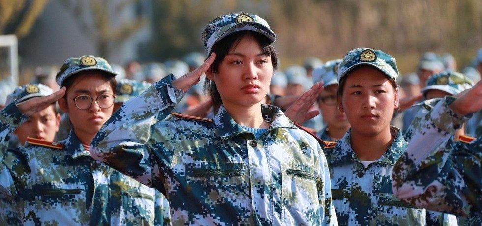 Povinný vojenský výcvik čínských studentů, ilustrační foto