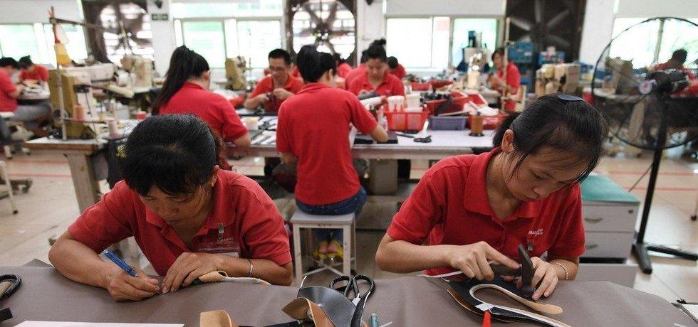 Výroba obuvi v Číně, ilustrační foto
