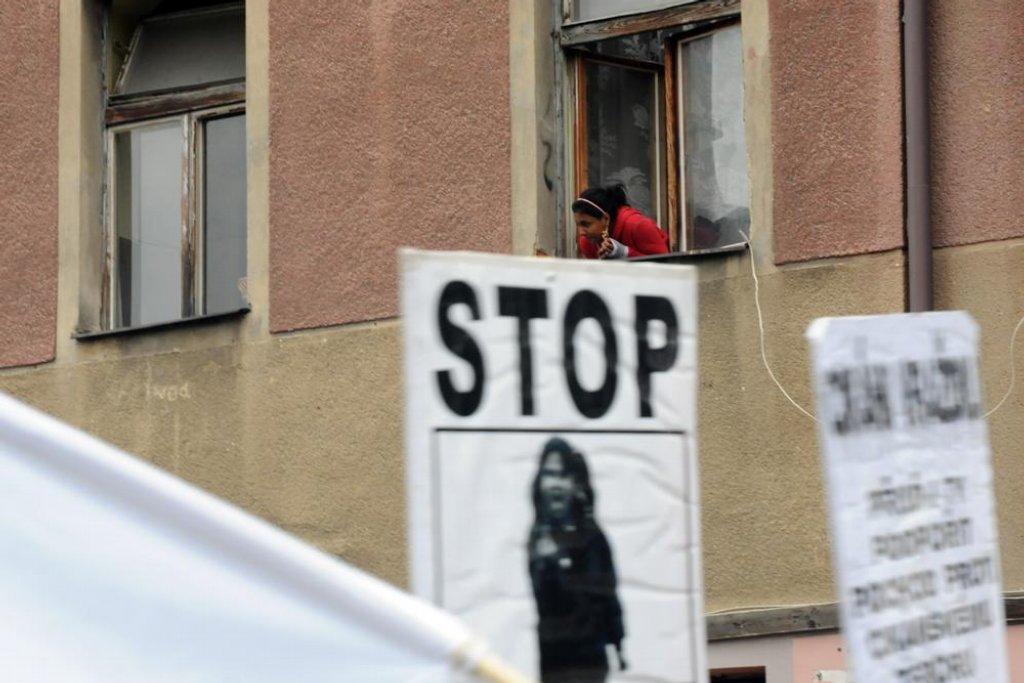 Následný průchod městem pochoduje kolem ubytovny Sport, k níž směřovaly loňské pochody.