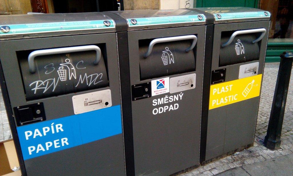 Solární odpadkové koše v Praze 1