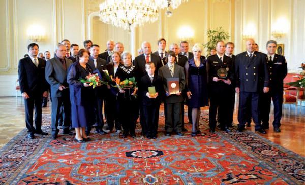 Zlaté záchranářské kříže 2011 předány