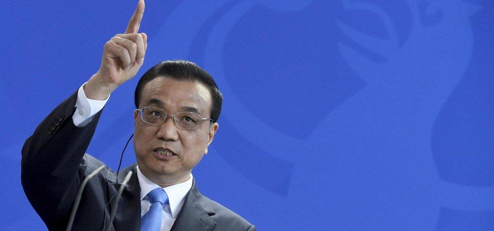 Čína má finanční rizika pod kontrolou a je schopna splnit i cíle hospodářského růstu plánované na letošní rok, prohlásil čínský premiér Li Kche-čchiang.