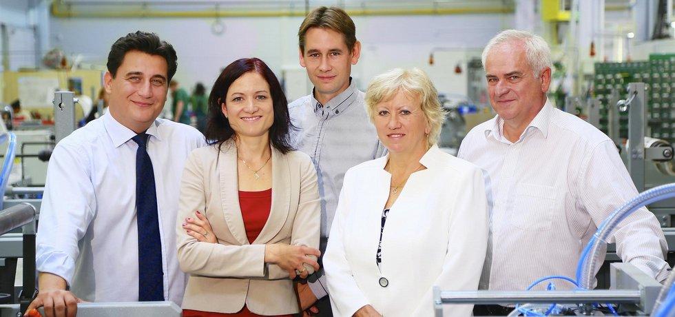 Rodina. Zakladateli firmy Karlu Matějčkovi (vpravo) pomáhá v podnikání celé příbuzenstvo.