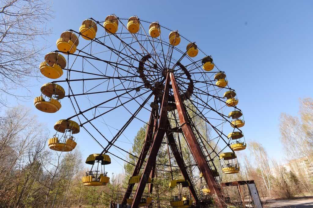 Atrakce v lunaparku ve městě Pripjať nedaleko Černobylu 31 let po havárii stojí