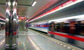 Cestující v pražském metru se budou moci nově připojit v šesti stanicích k internetu
