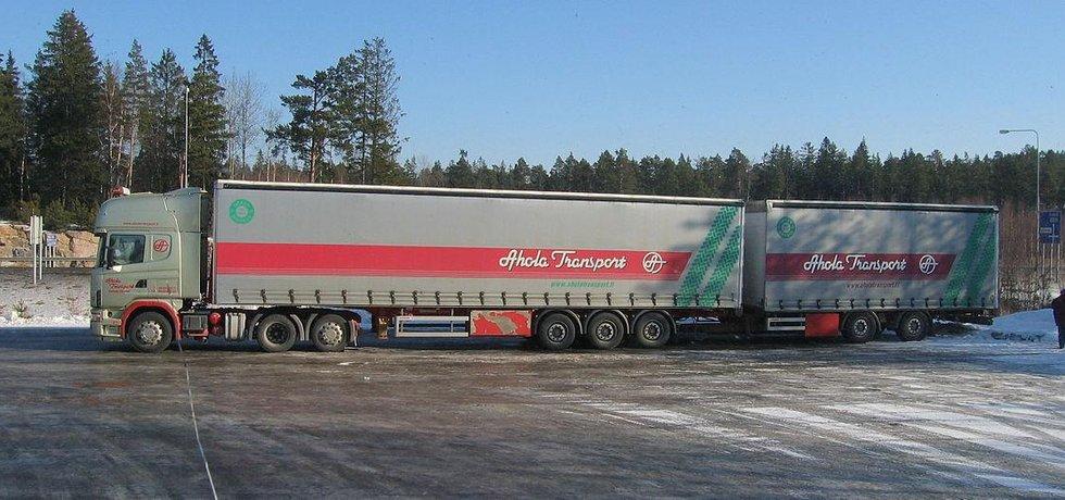 Kamion typu EuroCombi s délkou 25 metrů, tzv. gigaliner.