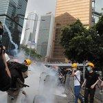 Parlament v Hongkongu kvůli protestům přerušil projednávání sporného zákona