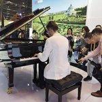 Na klavíru Petrof, jedné z nejúspěšnějších českých značek na čínském trhu, letos zazněly první tóny z rukou klavíristy Richarda Pohla