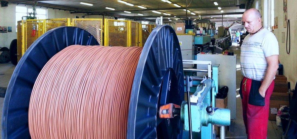 Výroba kabelů v děčínské firmě Transportkabel Dixi