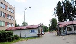 Poličské strojírny jsou ukryté uprostřed lesa na Českomoravské vrchovině. Dříve převážně muniční továrna dnes žije především z civilní výroby. Vlastnicky patří do skupiny Omnipol.