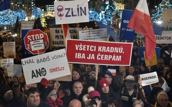 Demonstrace za odstoupení premiéra