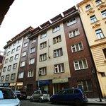 """Největší koncentrace """"virtuálních byznysmenů"""" je v činžovním domě v ulici Rybná v centru Prahy, kde ke konci roku 2018 sídlilo 4911 společností"""