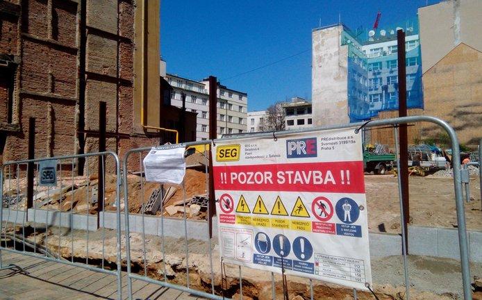 Demolice domu na Václavském náměstí je dokončena