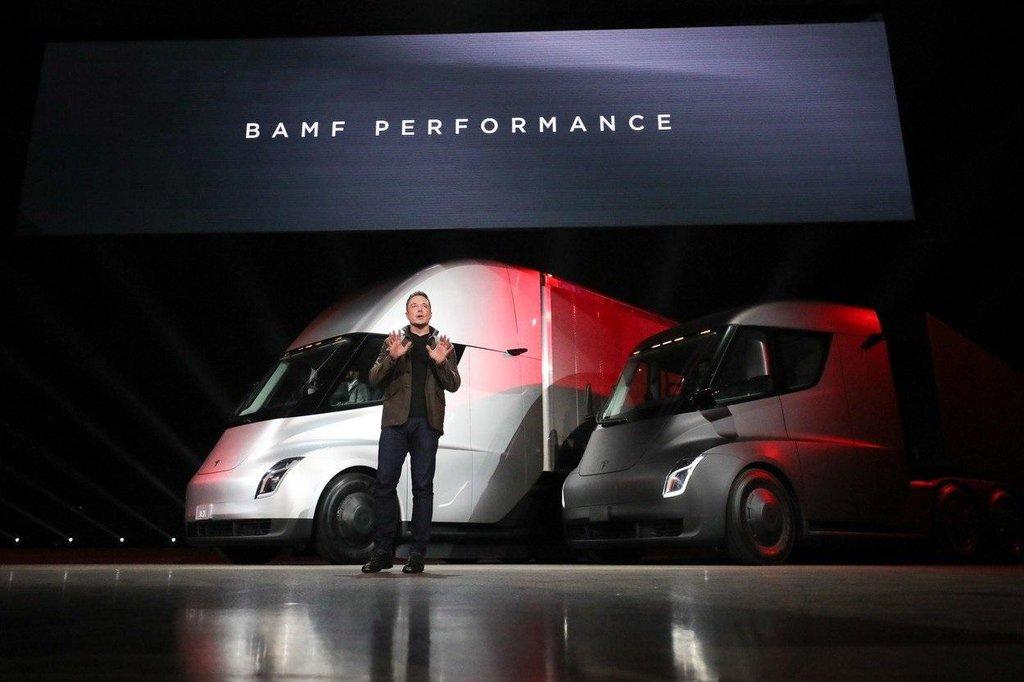 Elon Musk představil v listopadu 2017 elektrický tahač Semi.