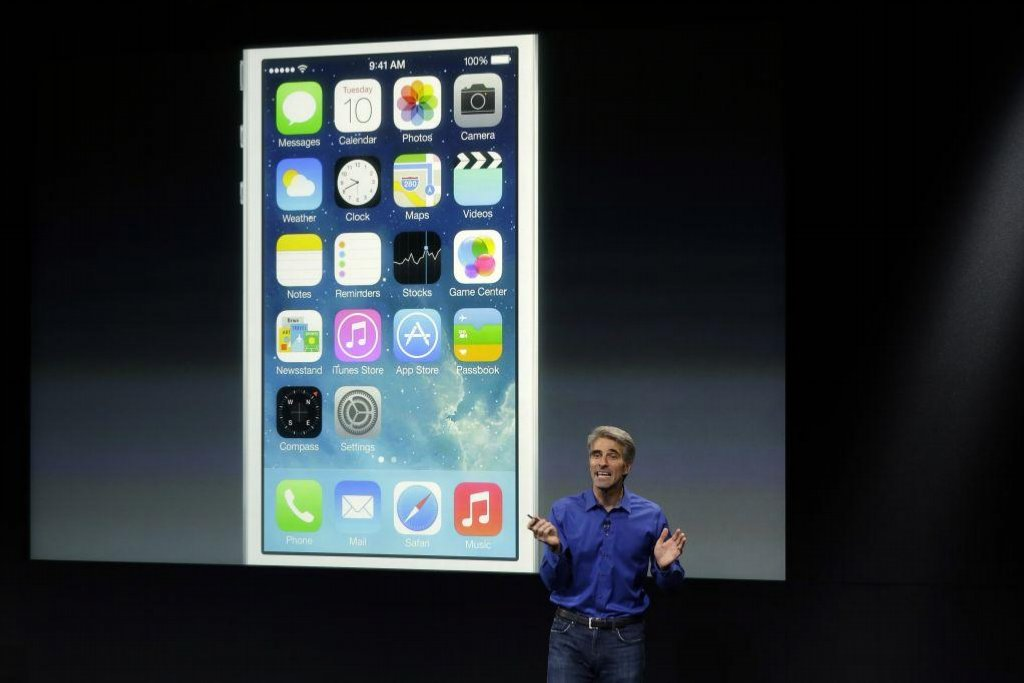 Viceprezident Software Engineering Craig Federighi mluví o iOS7