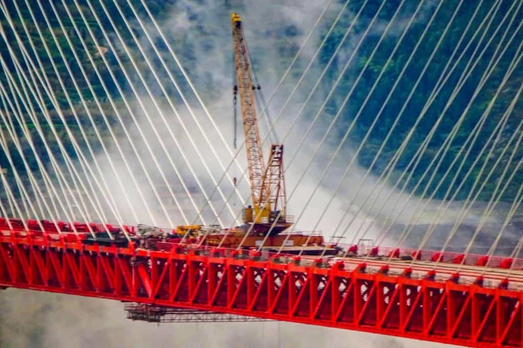 Stavbu základní konstrukce mostu čínští inženýři dokončili o víkendu (Zdroj: profimedia.cz)