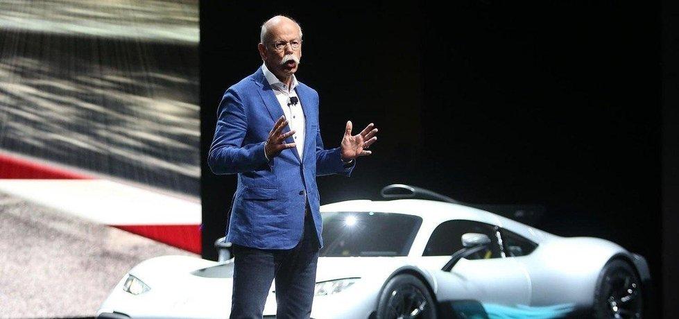 Dieter Zetsche, šéf Daimleru a Evropské asociace výrobců automobilů, na autosalónu ve Frankfurtu.