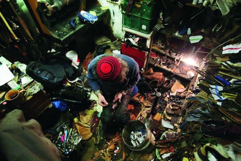 V dílně se kupí boty, tašky, řemeny i ševcovská kopyta