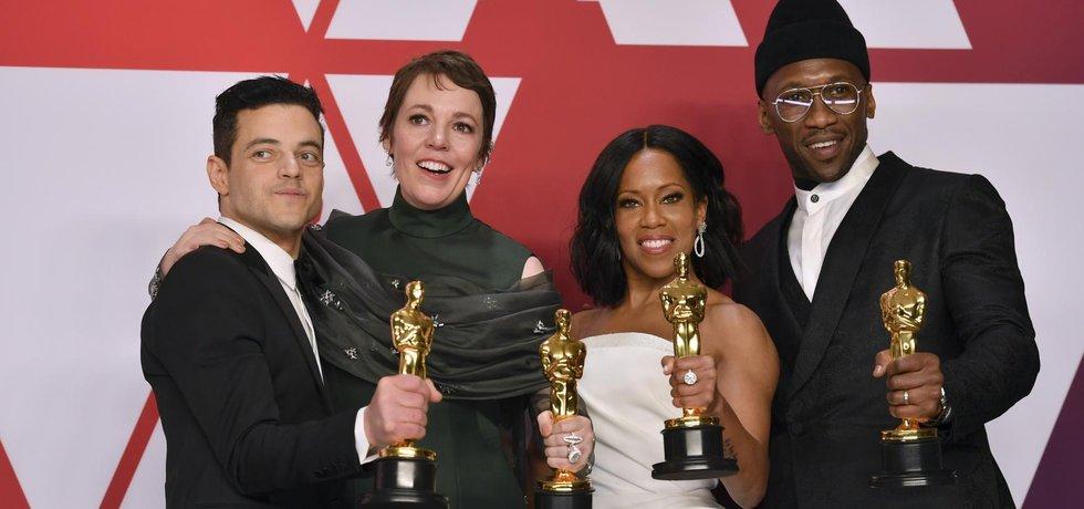 Vítězové Oscarů: Remi Malek, Olivia Colmanová, Regina Kingová a Mahershala Ali