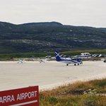 Vzletová a přistávací dráha na ostrově Barra je vskutku jedinečná