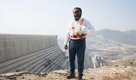 Tunel na Nilu. Etiopané vzhlížejí ke vznikající přehradě jako k záruce světlých zítřků