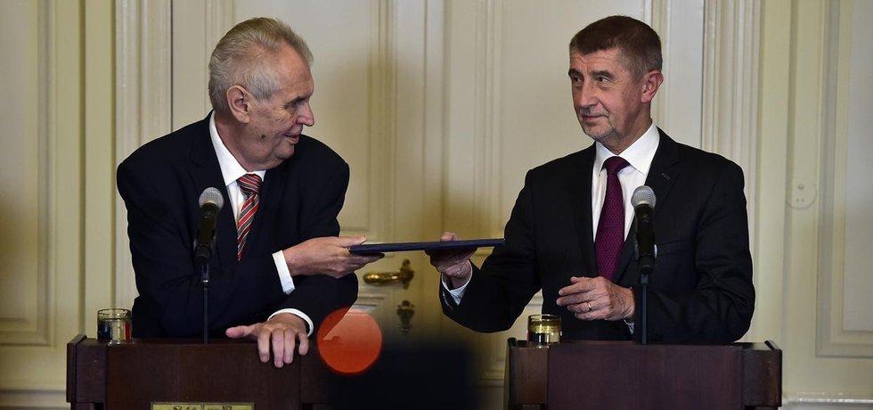 Prezident Miloš Zeman a předseda hnutí ANO Andrej Babiš na společné tiskové konferenci