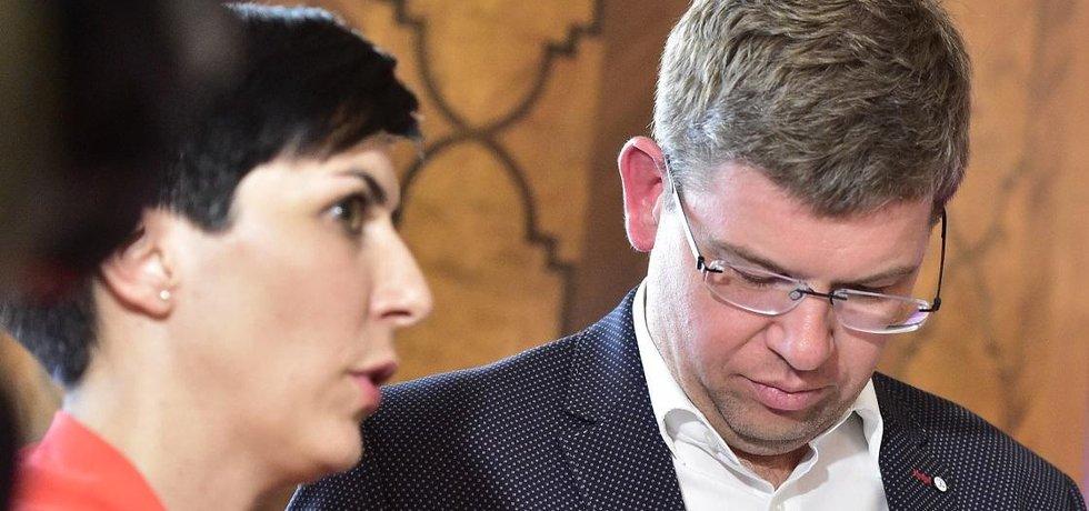 Místopředsedkyně TOP 09 Markéta Pekarová Adamová a předseda strany a kandidát na primátora Jiří Pospíšil