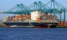 Námořní kontejnerová přeprava, přístav v Antverpách (ilustrační foto)