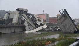 V italském Janově se za plného provozu zřítila část dálničního mostu
