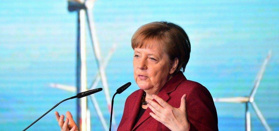 Německá kancléřka Angela Merkelová slavnostně otevírá větrný offshore park Arkona.